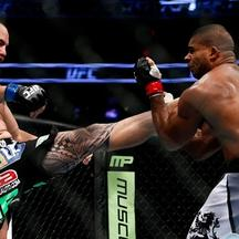Travis Browne, Alistair Overeem  (1)