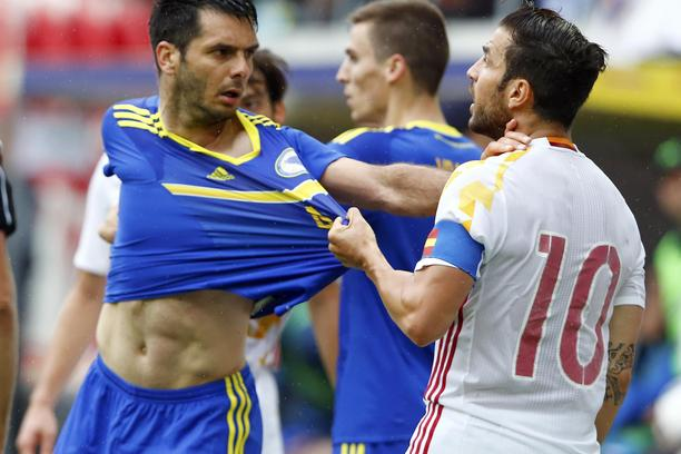 Football Soccer - Spain v Bosnia and Herzegovina - International Friendly - St. Gallen, Switzerland - 29/05/16. Spain's captain Francesc Fabregas argues with Bosnia and Herzegovina's Emir Spahic after getting red card REUTERS/Arnd Wiegmann