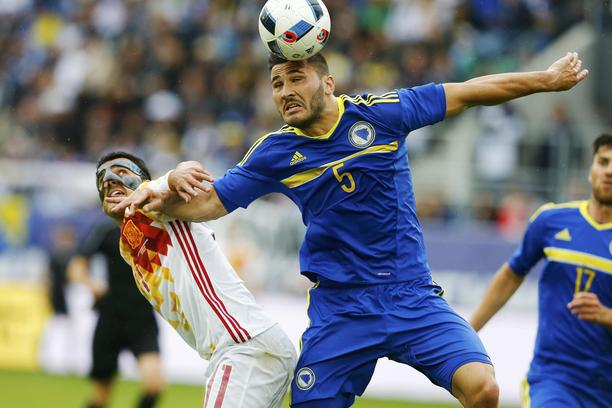 Football Soccer - Spain v Bosnia and Herzegovina - International Friendly - St. Gallen, Switzerland - 29/05/16. Spain's Pedro Rodriguez and Bosnia and Herzegovina's Sead Kolasinac in action REUTERS/Arnd Wiegmann